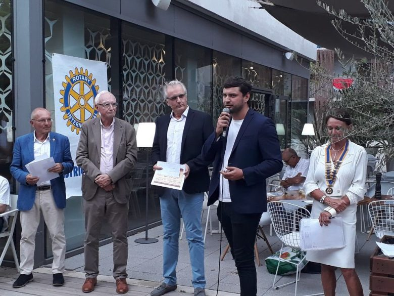 e-Stella won the first prize of the contest organized by the Rotary Club.
